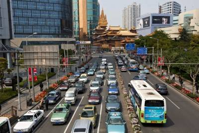 2015-10-16-4_ZF_Traffic_in_Shanghai