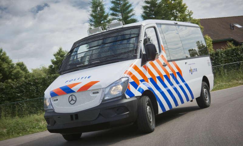VDL Bus & Coach доставя първите превозни средства за контрол на тълпи и безредици