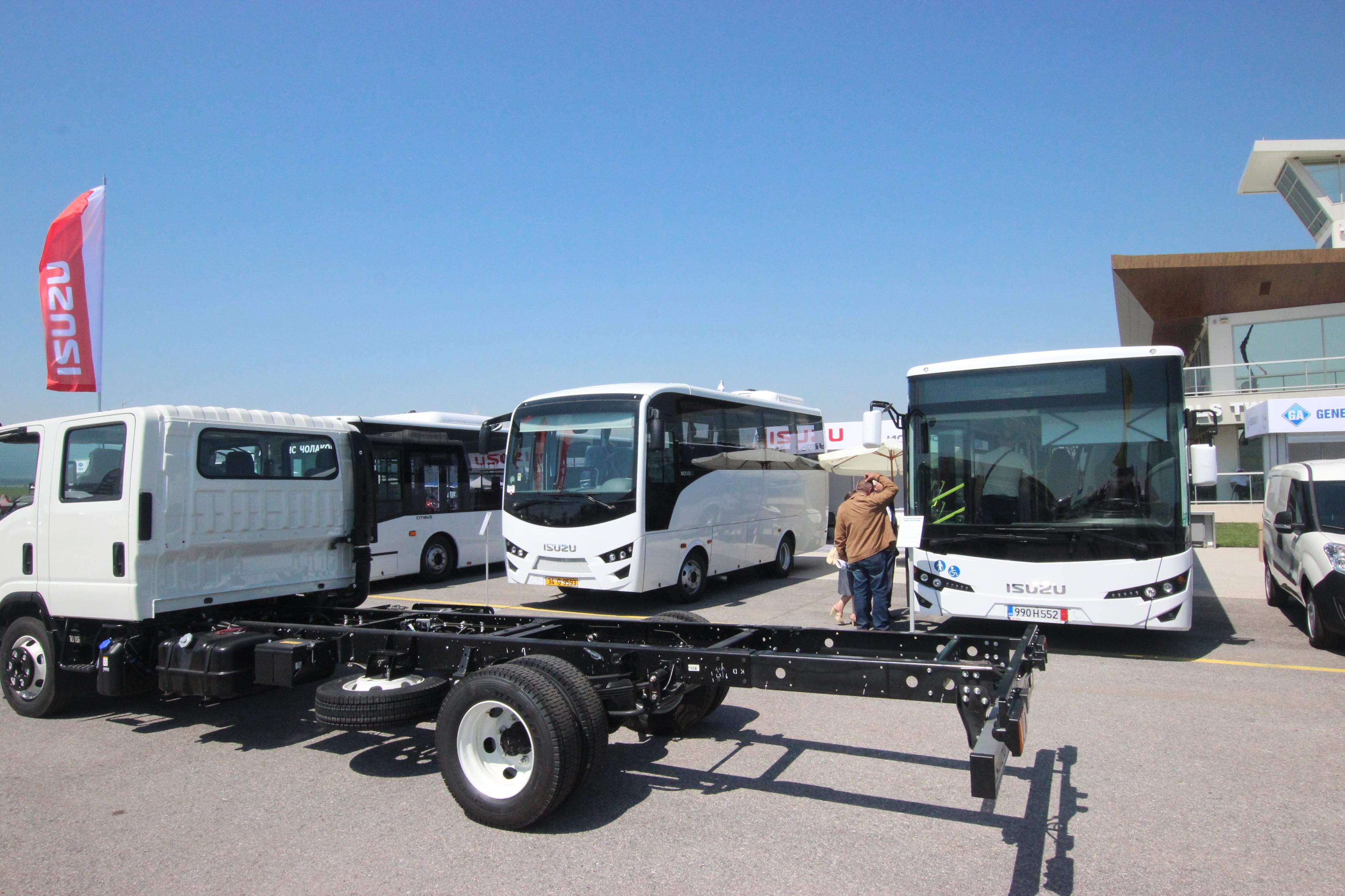 Камиони и автобуси в приятелска конкуренция на щанда на ISUZU