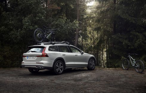 Новото Volvo V60 вече има и Cross Country версия
