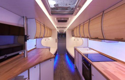 Неоплан турлайнер превърнат в луксозен мобилен дом