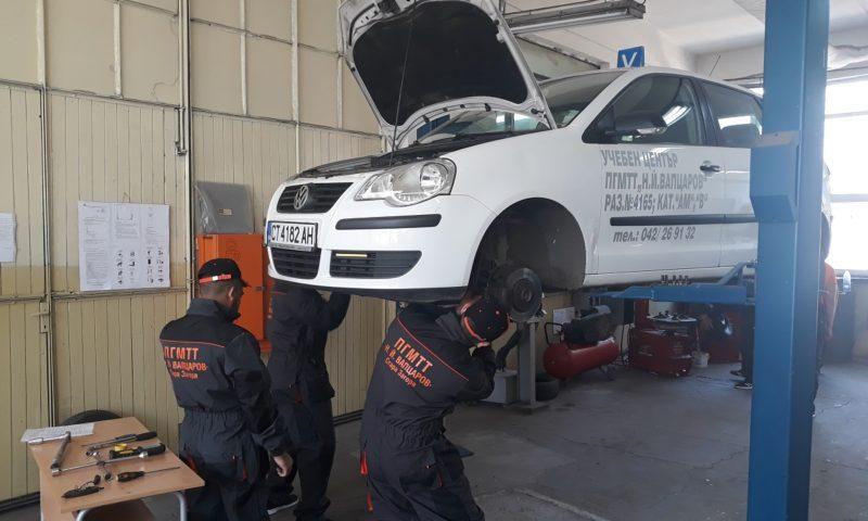 Български ученици в международна надпревара за най-добър млад механик