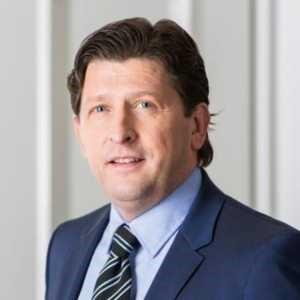 Дан Петтерсон е старши вицепрезидент на бизнес отдел - Business Unit Chassis , Volvo Bus Corporation и е член на изпълнителния мениджърски екип на Volvo Buses