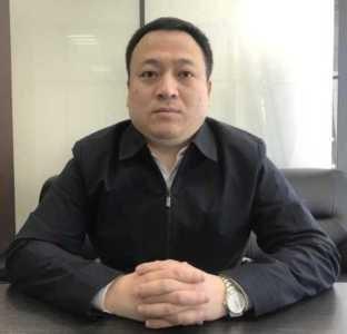 Ли Фън е служител в обществения транспорт на Джинан в Китай от 2006