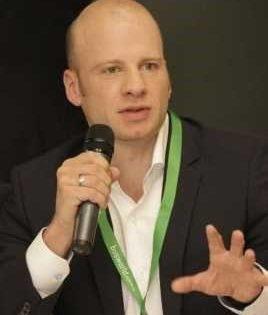 Марк Хофман е главен изпълнителен директор на CheckMyBus, водещата международна мета-търсачка за междуградски автобуси