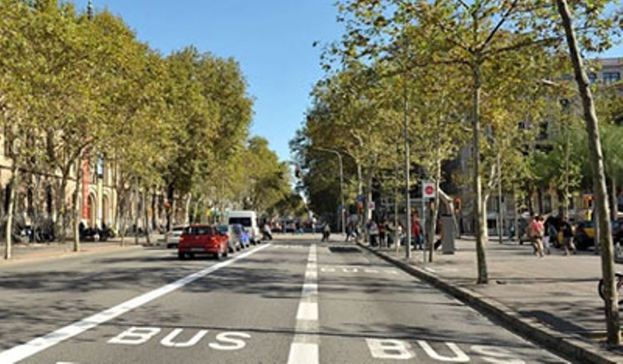Barcelona designated bus lanes – two separate lanes allowing for overtaking.