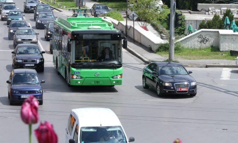 Ново поколение електрически автобус се движи в София