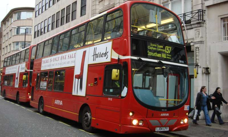 Нов доклад на мозъчен тръст призовава за реформа на автобусните услуги в Обединеното кралство