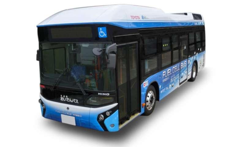 Нов автобус с горивни клетки на Toyota, Hino ще обслужва маршрут в Тойота Сити