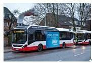 Новият електрически хибриден автобус на VOLVO се движи в Хамбург